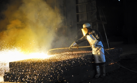 worker using torch cutter  photo