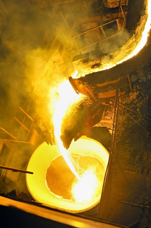 molted: pouring molten steel