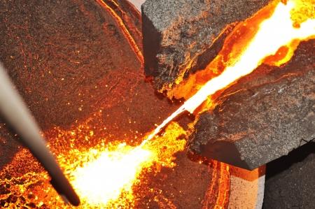 Gießen von geschmolzenem Stahl in Fahreinrichtung
