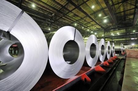 construction navale: rouleaux emball�s de t�le d'acier