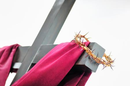 corona de espinas: la corona de espinas y la cruz Foto de archivo