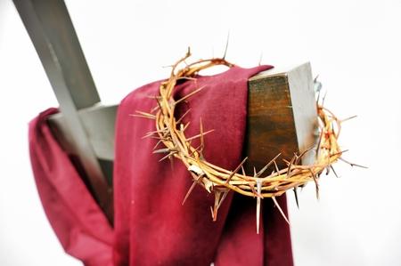 crown of thorns: la corona de espinas y la cruz Foto de archivo