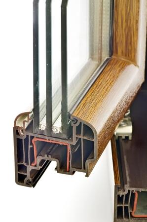 condensación: Perfil de la ventana del PVC