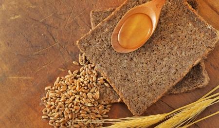 integral: Sliced integral bread and honey spoon
