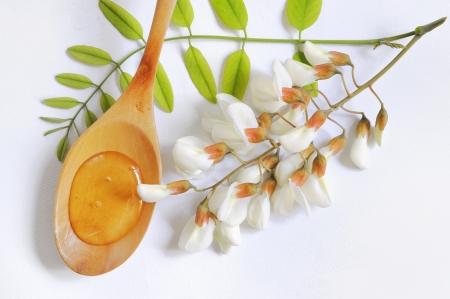 spoon yellow: acacia honey
