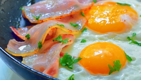 fried egg with bacon and vegetables Stock Photo - 21451999