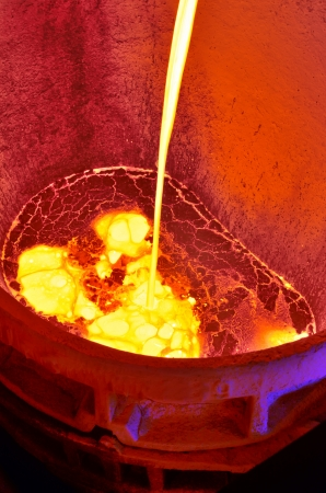 Foundry - Pouring of liquid metal Zdjęcie Seryjne