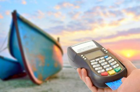Elektronische Buying vakantie met creditcard Stockfoto