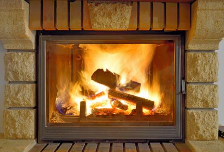 stone fireplace: Roaring flames in a modern fireplace