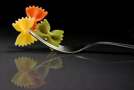 reflexion: Reflexión de la pasta farfalle en un tenedor