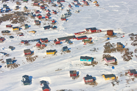 case colorate: Case colorate in Groenlandia in primavera
