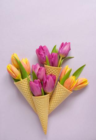 Concepto, tulipanes, oblea, helado, cono