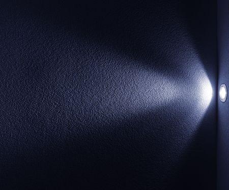 Blue Light Beam von Projector auf schwarzen Hintergrund