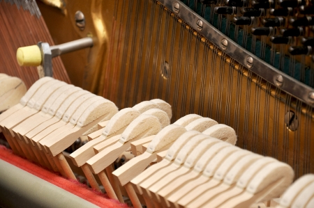 classical mechanics: piano mechanism gavel of the string open