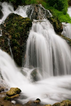 turismo ecologico: Monta�a b�lgaro bella cascada. Naturaleza ecol�gica para el turismo.