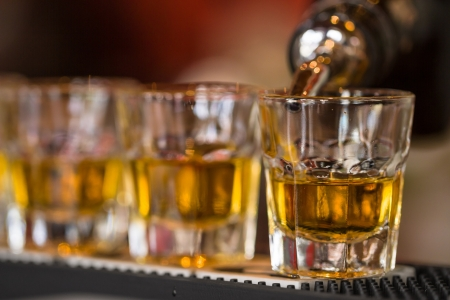Barman makes whisky shot drinks in row  Alcoholic shots in nightclub 版權商用圖片