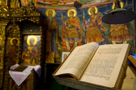 bible altar: Ancient holy bible on old altar Editorial