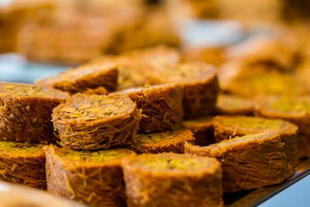 comida arabe: Turco baklava dulce también bien conocido en Oriente Medio. Foto de archivo