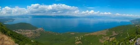 th�?¨: Precioso panor�mica desde el Parque Nacional de tha Galicica en el lago Ohrid, Macedonia Foto de archivo