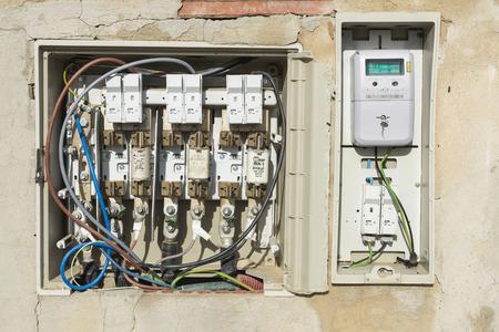 meter box: Tarragona, Espa�a - 18 de abril 2014: medidor de luz digital equipada con salida �ptica con una caja de conexiones Editorial