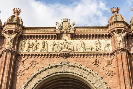アルク ダ トリオンフは主要なアクセスはマイク ナリノ 1888年バルセロナ万国博覧会建築家ジョセップのゲートとして建てられました。アーチは Neomudejar スタイルの赤レンガで構築されています