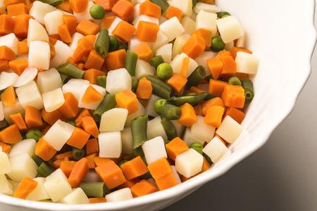 huzarensalade: gemengde groente salade met mayonaise staat bekend als Russische salade