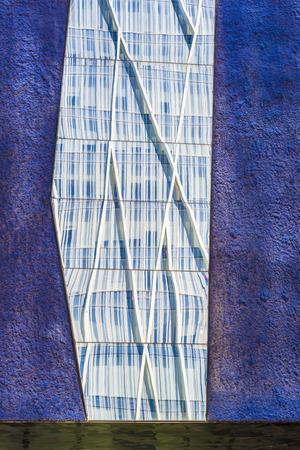 warped: Skyscrapers reflected in the mirrors of a lilac wall Stock Photo