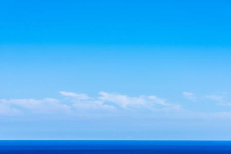 lineas rectas: Paisaje del mar y el cielo formando l�neas rectas