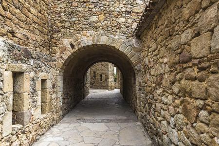 Medieval street in Pals, Girona, Catalonia, Spain Standard-Bild