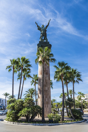 brazos extendidos: Victory statue, also known as the Russian statue, in Puerto Banus, a marina near Marbella in Costa del Sol, Spain. It created by sculptor Zurab Tsereteli, is a column of 30 meters crowned by a figure with outstretched arms.