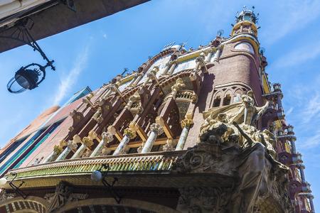 part of me: Barcelona, ??Espa�a - 19 de abril, 2016: Fachada del Palau de la M�sica Catalana (Palau de la M�sica catal�n). Es una sala de conciertos dise�ada por Llu�s Dom�nech i Montaner y es parte de los sitios del patrimonio mundial de la UNESCO.