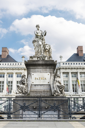 te: Martyrs Square in Brussels, Belgium. Monument dedicated to te martyrs of the 1830 revolution