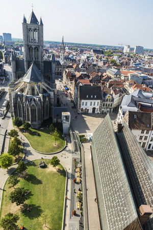 Ghent, Belgium - August 29, 2017: View of the Saint Nicholas Church and Stadshal with people walking in the old town of the medieval city of Ghent, Belgium 免版税图像 - 92003424