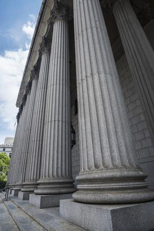 Fassade des New York State Supreme Court Building in Manhattan in New York City, USA
