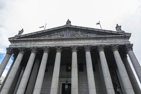 Facade of New York State Supreme Court Building in Manhattan in New York City, USA Reklamní fotografie - 121379017