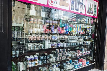 New York City, USA - July 27, 2018: Display of a souvenir shop in Manhattan, New York City, USA Éditoriale