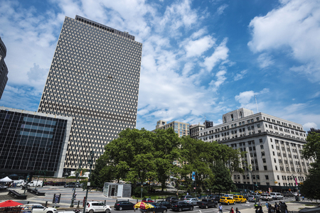 New York City, USA - July 27, 2018: Skyscrapers in Foley Square with traffic and people around in Lower Manhattan,  New York City, USA 新聞圖片