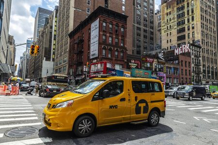 New York City, USA - August 2, 2018: Yellow taxi on a street with people around in Manhattan, New York City, USA Foto de archivo - 132988636