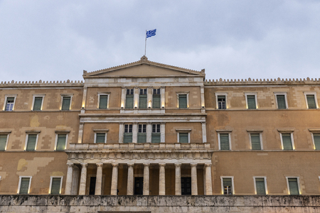 Facade of the Hellenic Parliament in Athens, Greece Redactioneel