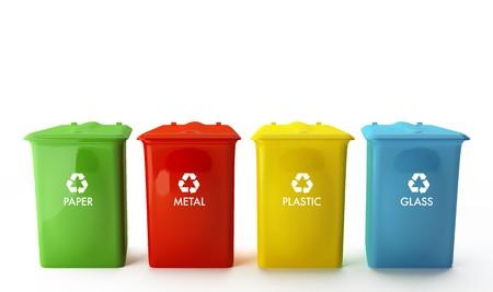 Vier containers voor de recycling van papier, metaal, kunststof en glas Stockfoto