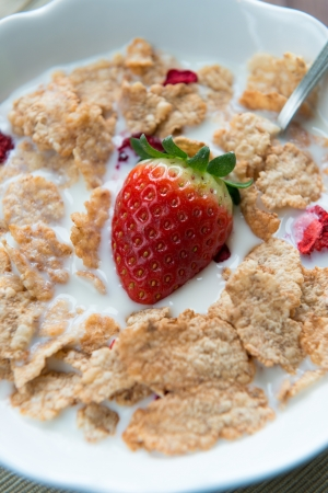 Bowl with rice flakes and strawberry for nourishing breakfast Stock Photo - 18095798