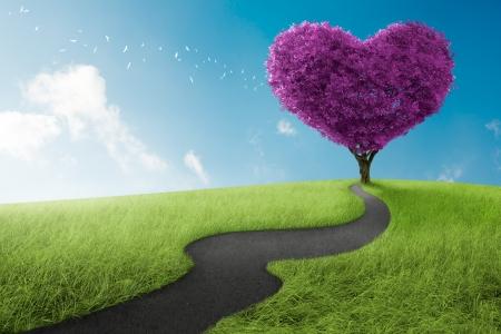 paix�o: �rvore da forma do cora��o na lavanda prado por s�mbolo do amor Banco de Imagens