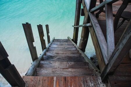 A flight of stairs that go down to teh water. Banco de Imagens
