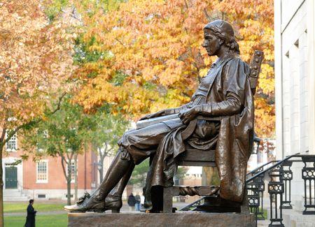 cambridge: John Harvard statue at Harvard University Stock Photo