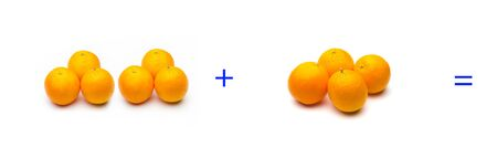 Calculation of sums graphically with oranges, sums of oranges; mathematical calculation not abstract, very real, add oranges, calculate the result of a sum with fruits or pieces. Фото со стока