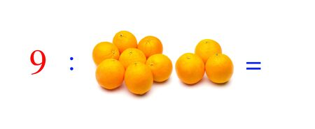 Simple problems of mathematical division with oranges, problems for children studying mathematics; learn to divide with fruits and objects and numbers, oranges and figures and numerical symbols Imagens