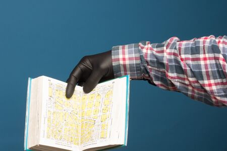 City guide to find maps, its streets, listing of important city information. Book with street data and maps to get to the address we are looking for.
