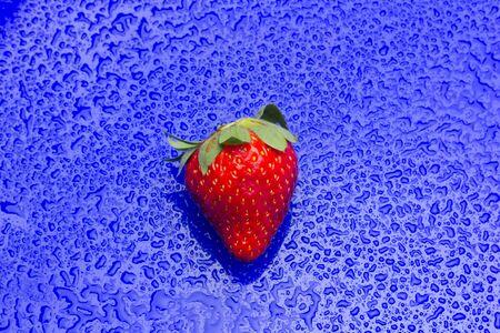 Red strawberries, rich in vitamins, eaten raw, in jam, in ice cream, few calories, sweet taste.