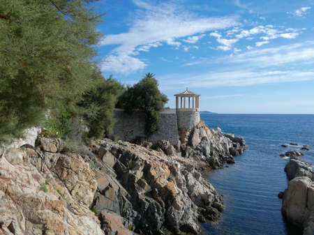 Costa Brava, Baix Ampurdan, Catalonia, Spain; where the mountain reaches the sea, the pines touch the Mediterranean water, blue water, blue sky. 免版税图像
