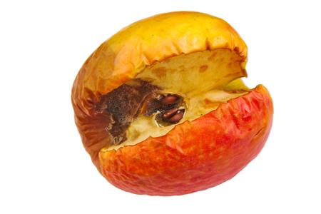 흰색 배경에 고립 시들지 썩은 사과
